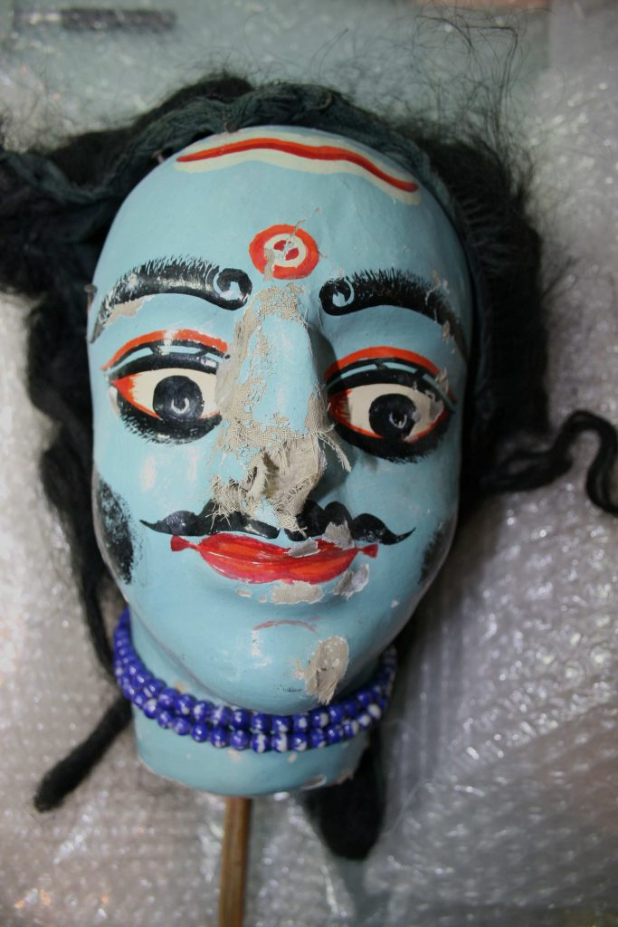 Marionnette Dang-er Putul à l'effigie de Ravana| Théâtre des Zigomars | avant restauration