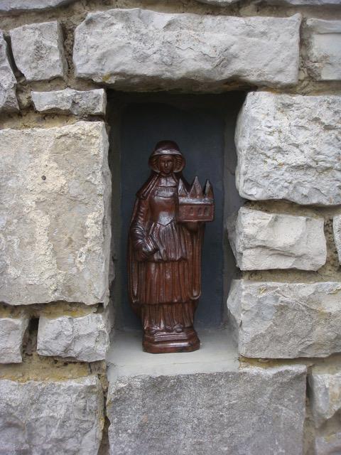 saint begge dans sa niche